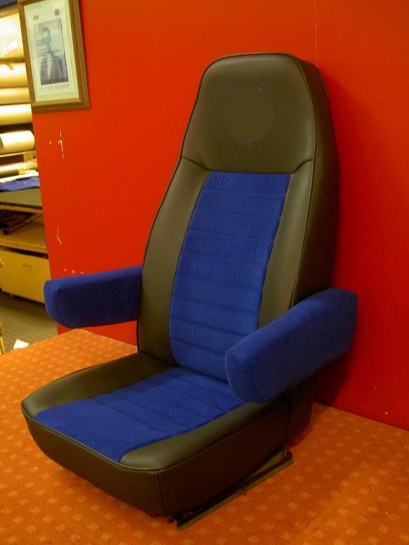 Der Fahrersitz eines T4.