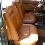 Die aufwändig restaurierten Sitze eines Oldtimers.